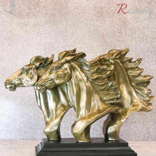 DEC 00472 Horse